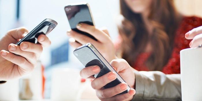 ludzie_smartfony